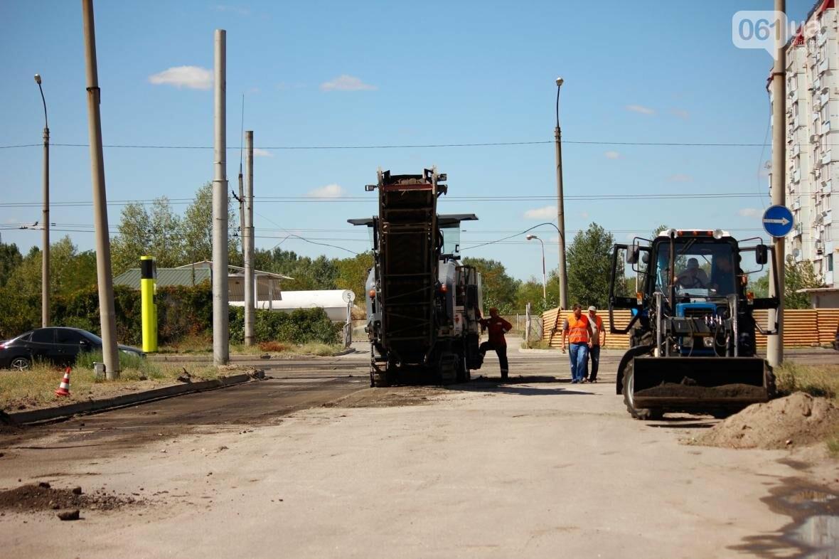 В Южном микрорайоне Запорожья ремонтируют одну из главных дорог района, - ФОТОРЕПОРТАЖ, фото-11