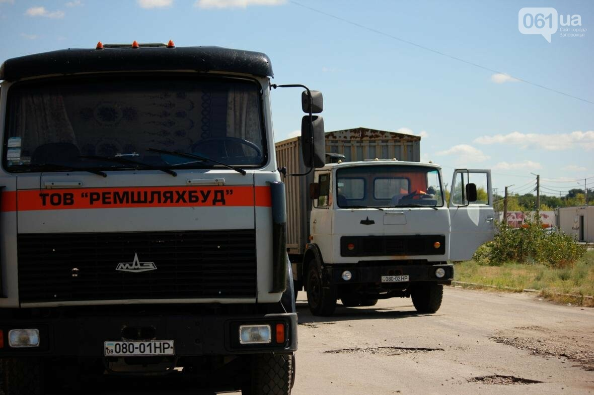 В Южном микрорайоне Запорожья ремонтируют одну из главных дорог района, - ФОТОРЕПОРТАЖ, фото-1