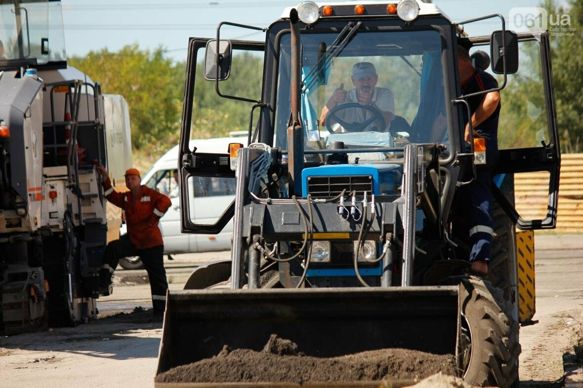 В Южном микрорайоне Запорожья ремонтируют одну из главных дорог района, - ФОТОРЕПОРТАЖ, фото-12