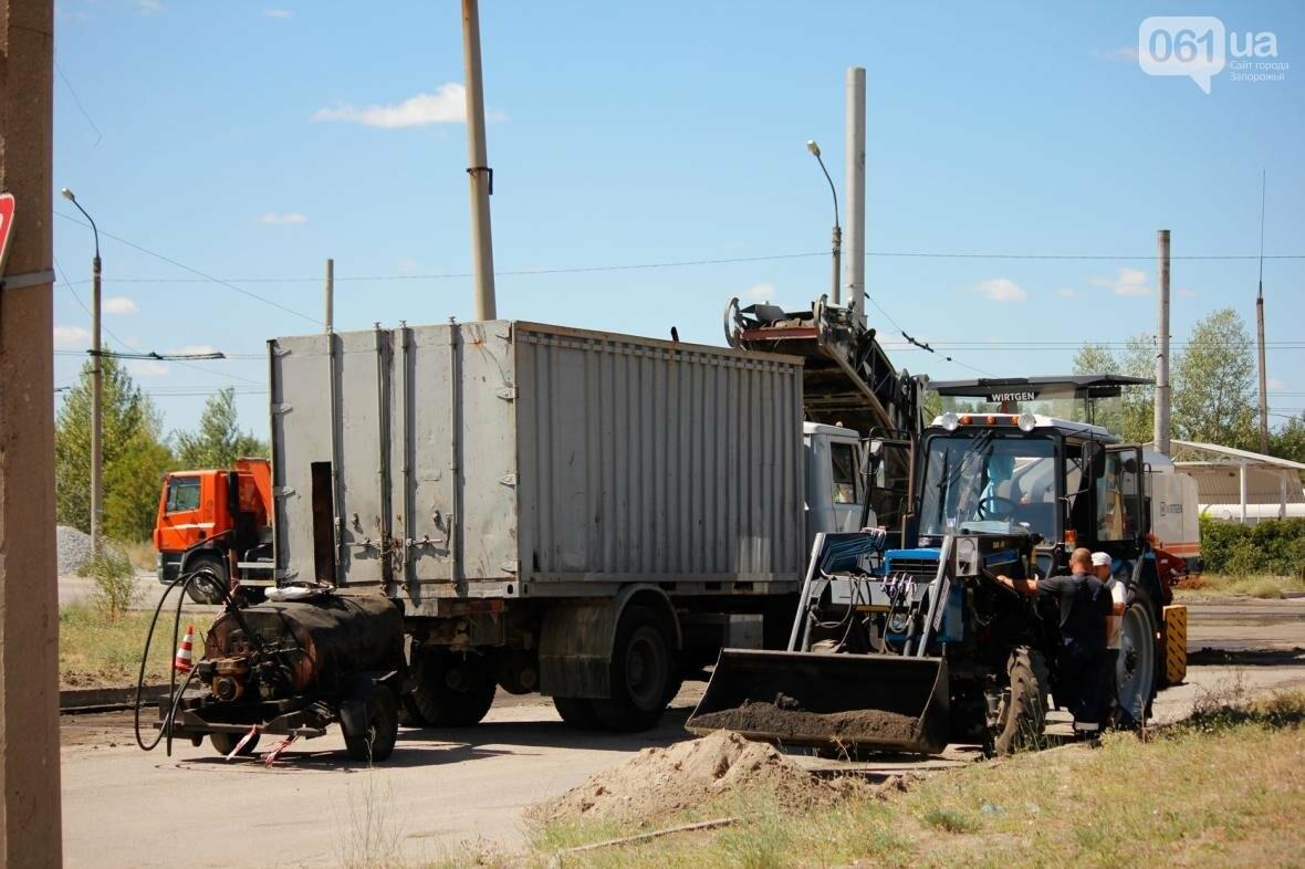 В Южном микрорайоне Запорожья ремонтируют одну из главных дорог района, - ФОТОРЕПОРТАЖ, фото-13