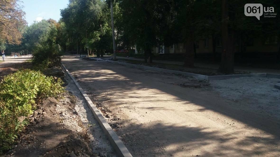 Новые парковки, бордюры, асфальт: в Запорожье реконструируют улицу Южноукраинскую, – ФОТОРЕПОРТАЖ, фото-3