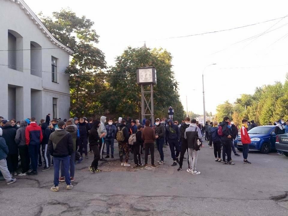 В Запорожье на Фестивале равенства парни в балаклавах распылили газ: что происходит (хронология событий) , фото-2