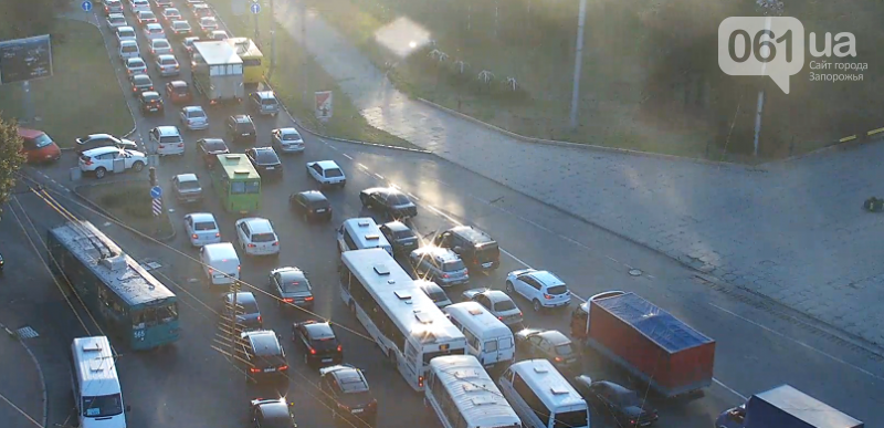 На Днепрогэсе столкнулись две маршрутки: образовалась огромная пробка, фото-1