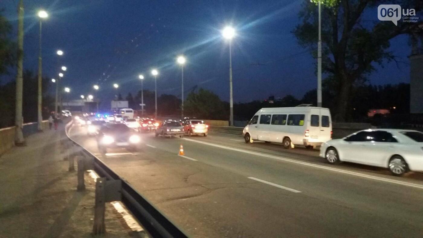Из-за аварии маршруток на плотине в Запорожье пробка аж от площади Поляка, - фото с места ДТП, фото-5