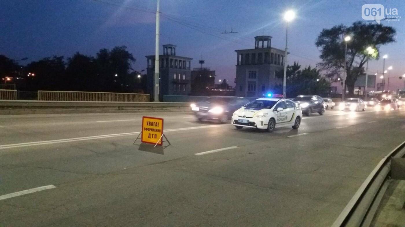 Из-за аварии маршруток на плотине в Запорожье пробка аж от площади Поляка, - фото с места ДТП, фото-4