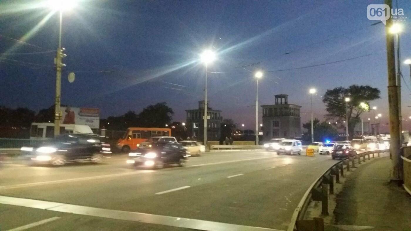 Из-за аварии маршруток на плотине в Запорожье пробка аж от площади Поляка, - фото с места ДТП, фото-1