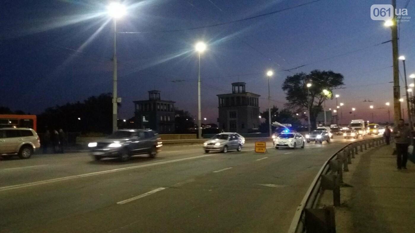 Из-за аварии маршруток на плотине в Запорожье пробка аж от площади Поляка, - фото с места ДТП, фото-2