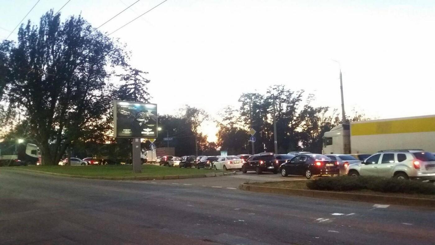 Из-за аварии маршруток на плотине в Запорожье пробка аж от площади Поляка, - фото с места ДТП, фото-11