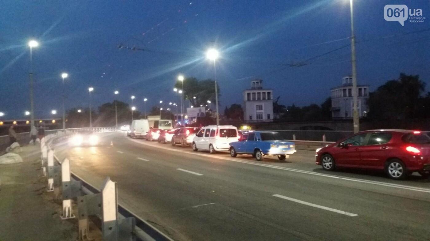 Из-за аварии маршруток на плотине в Запорожье пробка аж от площади Поляка, - фото с места ДТП, фото-6