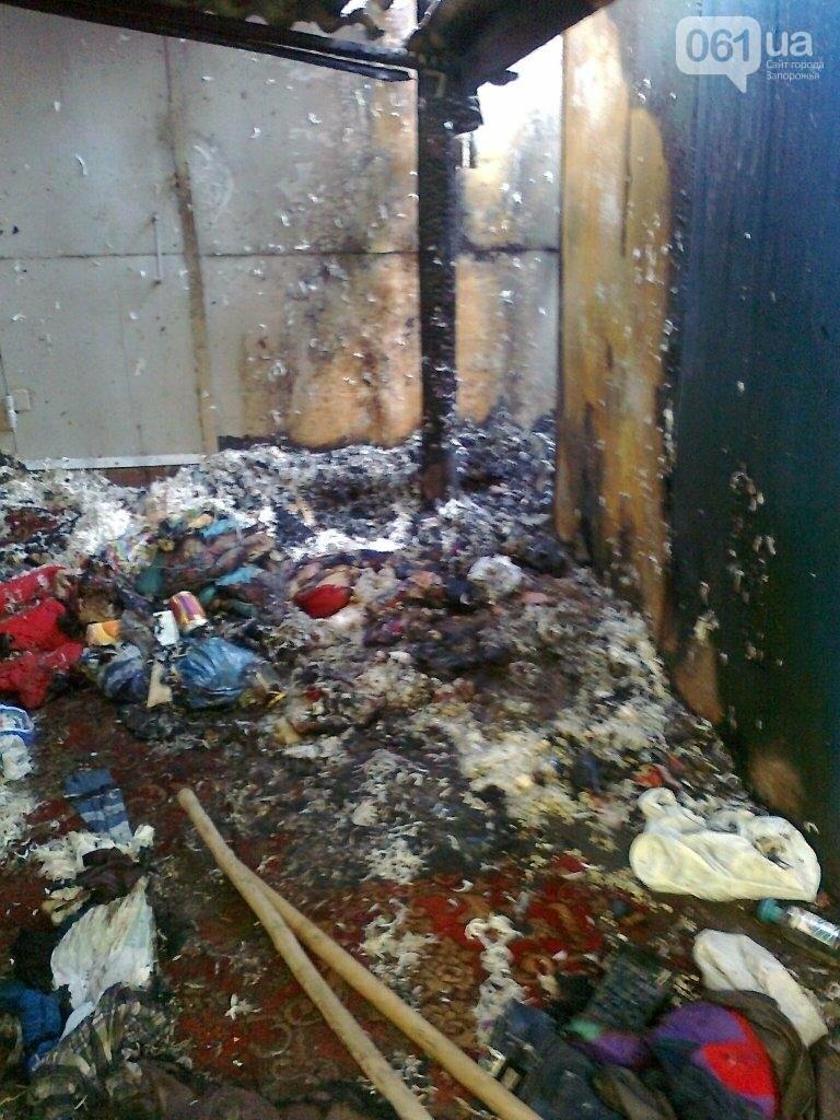 В Запорожье сгорели два гаража с вторсырьем, — ФОТО, фото-2