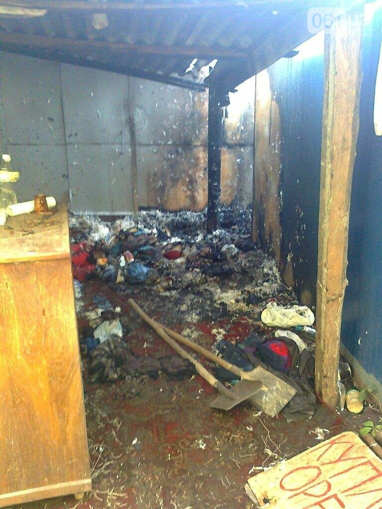 В Запорожье сгорели два гаража с вторсырьем, — ФОТО, фото-1