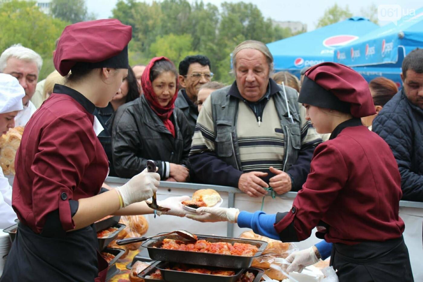 В Запорожье на ярмарке под баян начали раздавать голубцы: пока без драк, - ФОТОРЕПОРТАЖ, фото-19