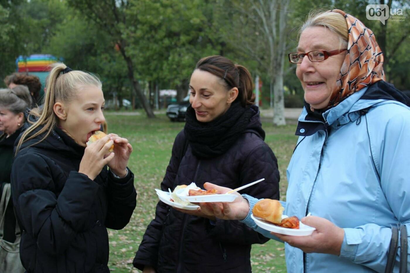 В Запорожье на ярмарке под баян начали раздавать голубцы: пока без драк, - ФОТОРЕПОРТАЖ, фото-8
