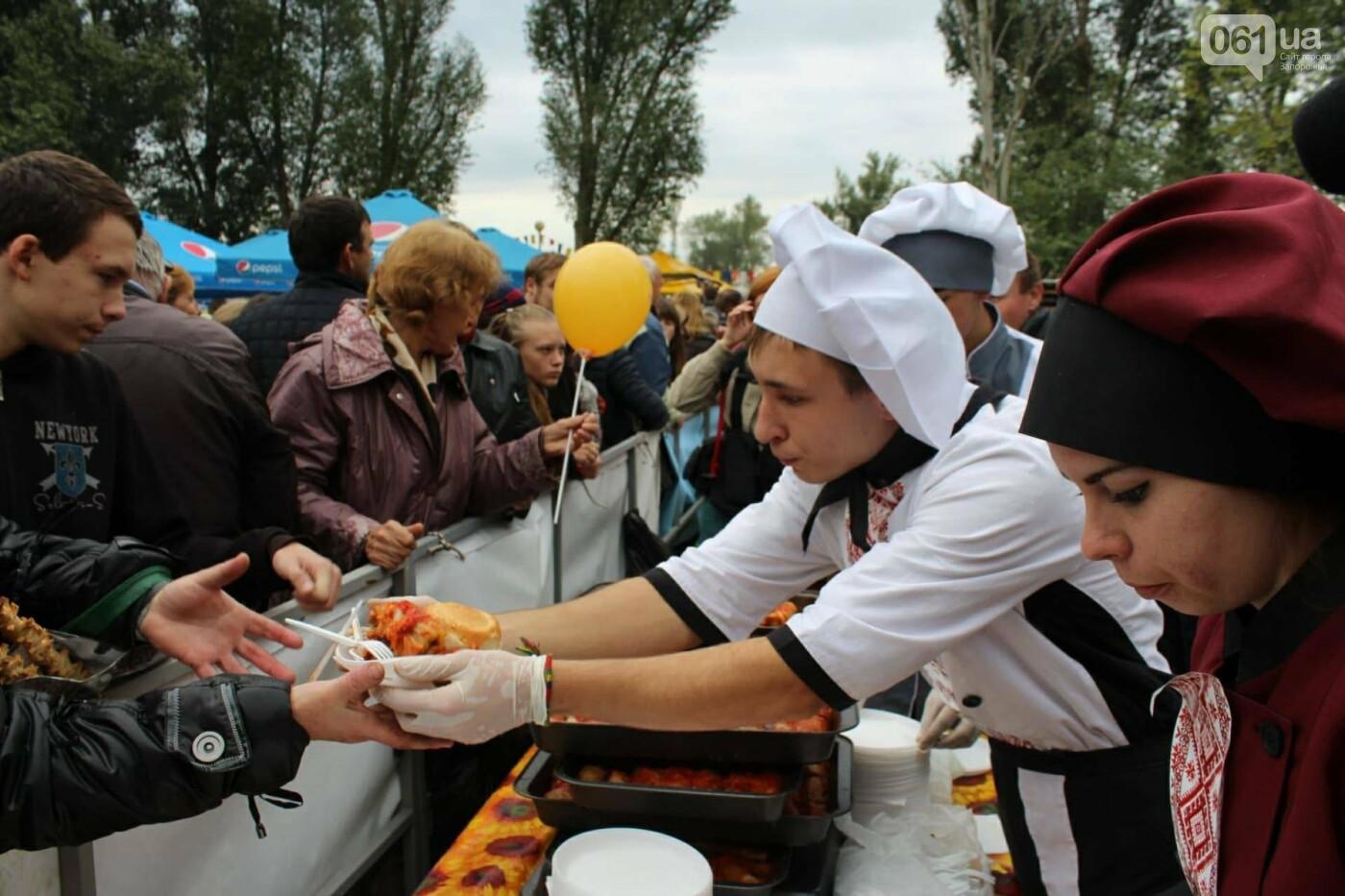 В Запорожье на ярмарке под баян начали раздавать голубцы: пока без драк, - ФОТОРЕПОРТАЖ, фото-18