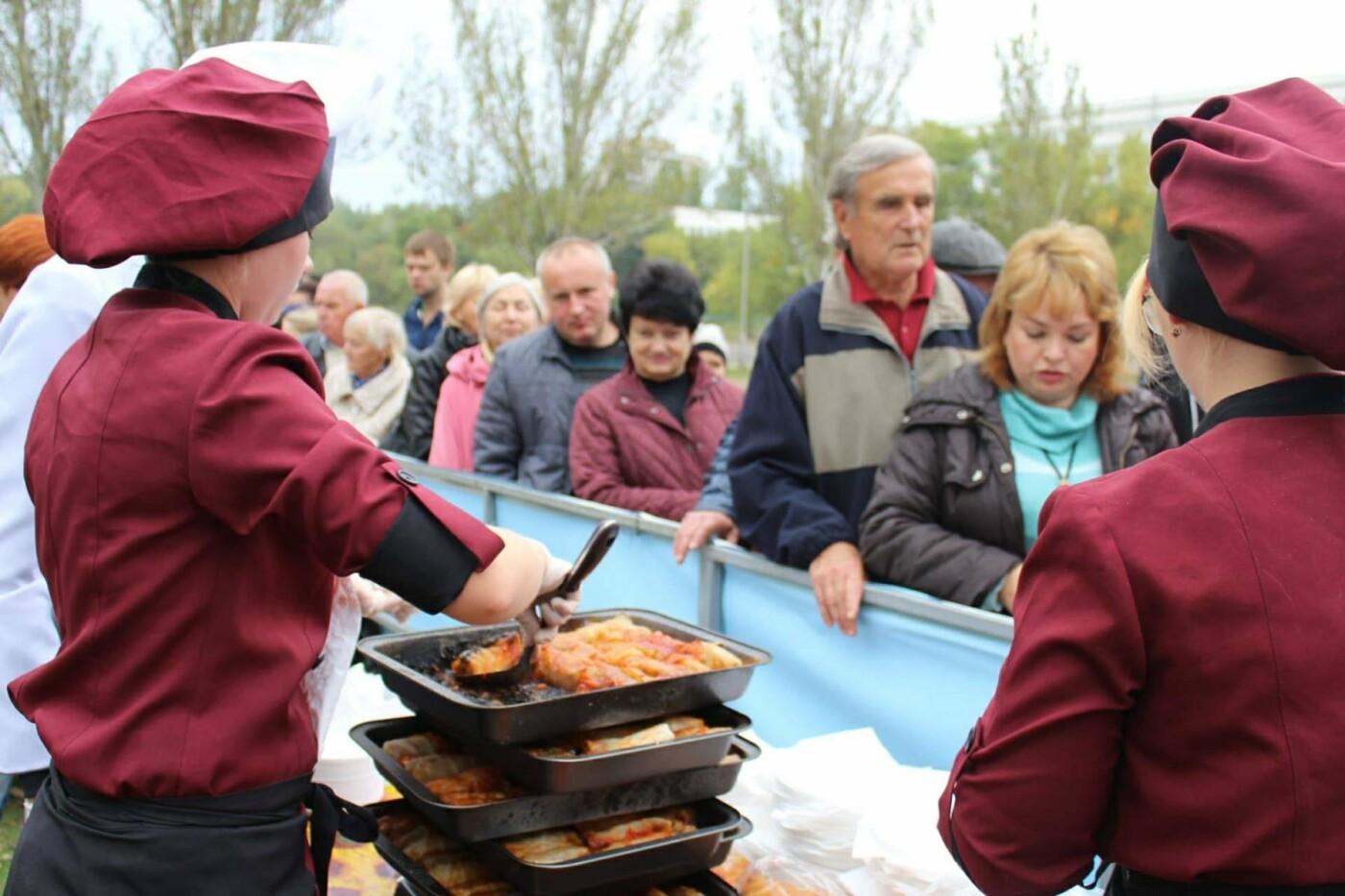 В Запорожье на ярмарке под баян начали раздавать голубцы: пока без драк, - ФОТОРЕПОРТАЖ, фото-10