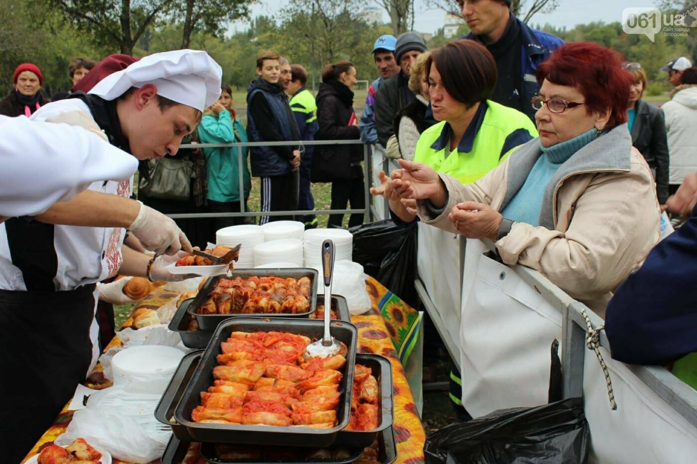 В Запорожье на ярмарке под баян начали раздавать голубцы: пока без драк, - ФОТОРЕПОРТАЖ, фото-5