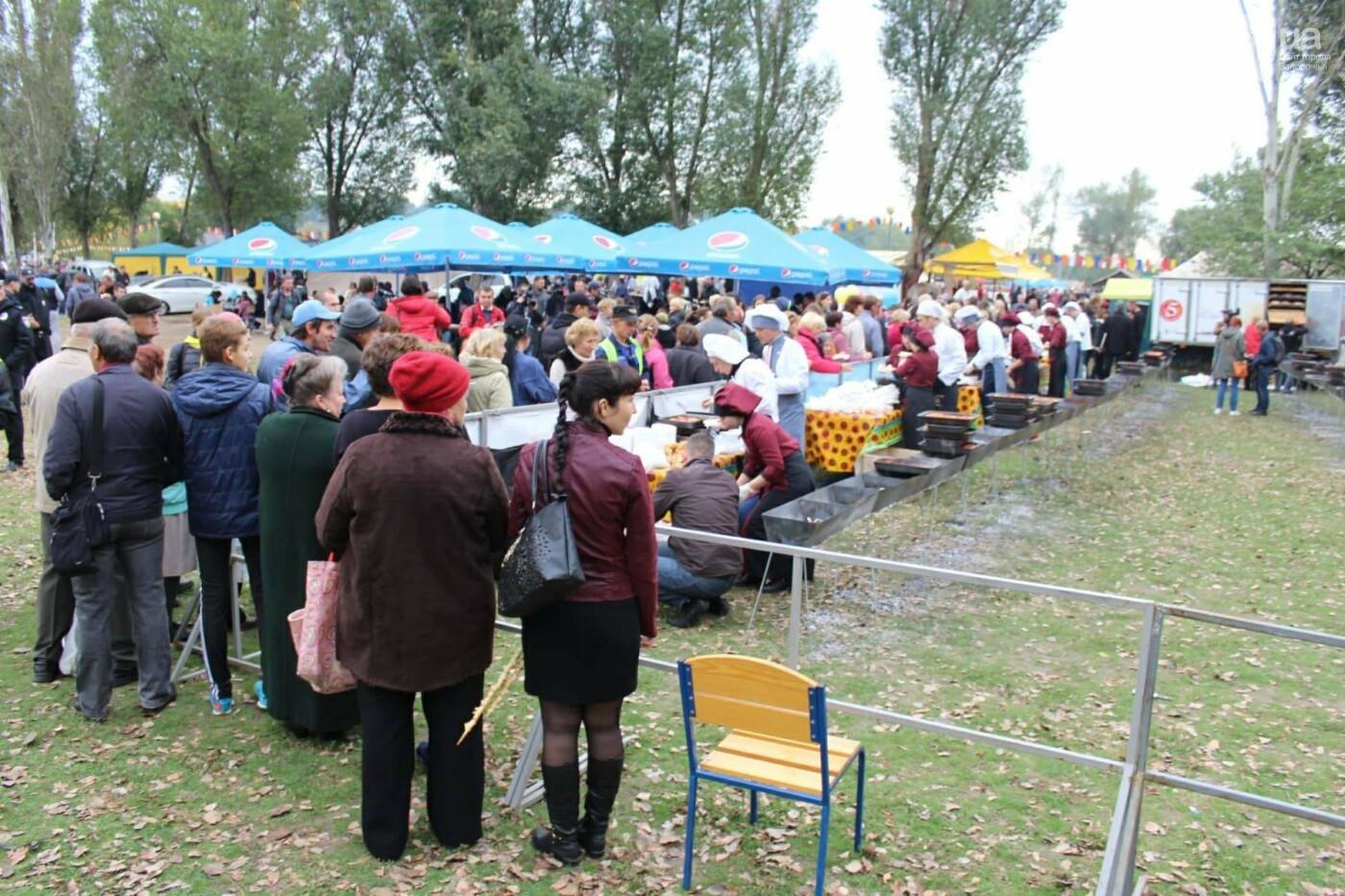 В Запорожье на ярмарке под баян начали раздавать голубцы: пока без драк, - ФОТОРЕПОРТАЖ, фото-6