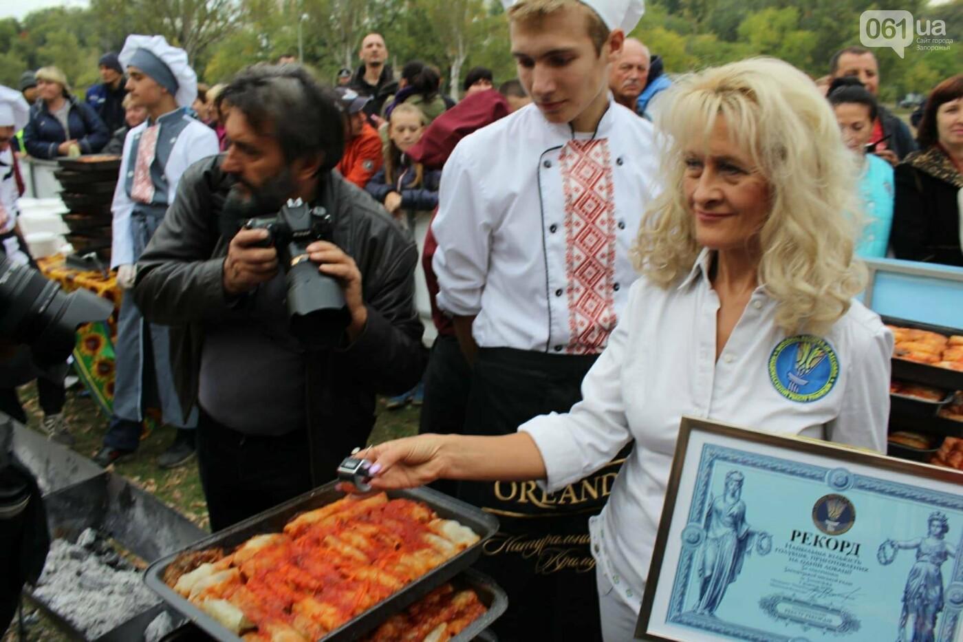 В Запорожье на ярмарке под баян начали раздавать голубцы: пока без драк, - ФОТОРЕПОРТАЖ, фото-24