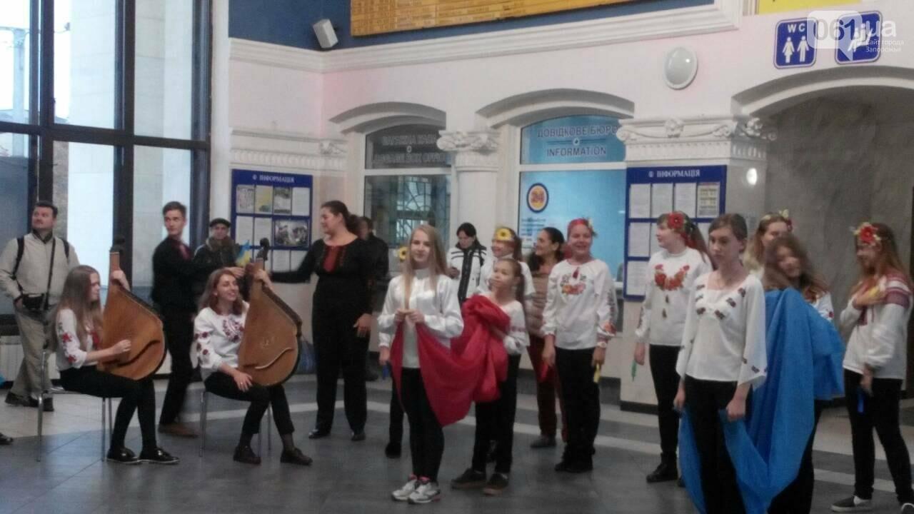 """На запорожском вокзале с оркестром встретили """"потяг єдності"""", - ФОТО, фото-5"""