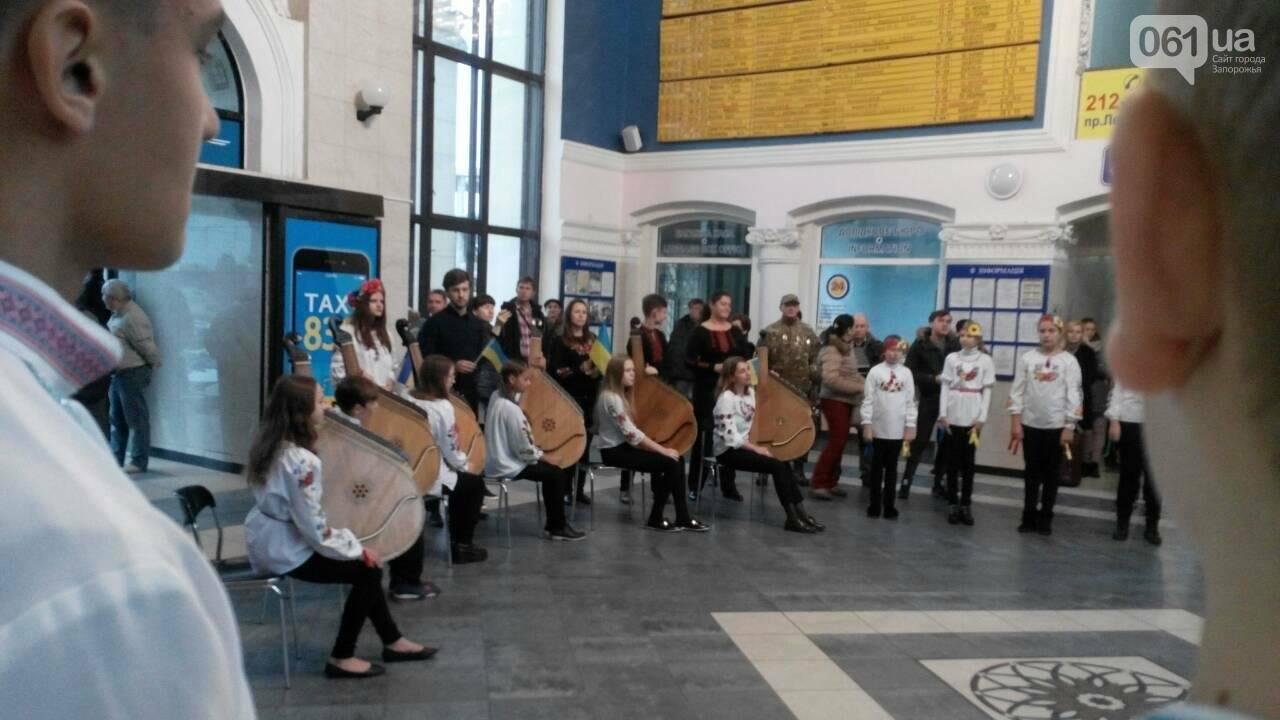 """На запорожском вокзале с оркестром встретили """"потяг єдності"""", - ФОТО, фото-3"""