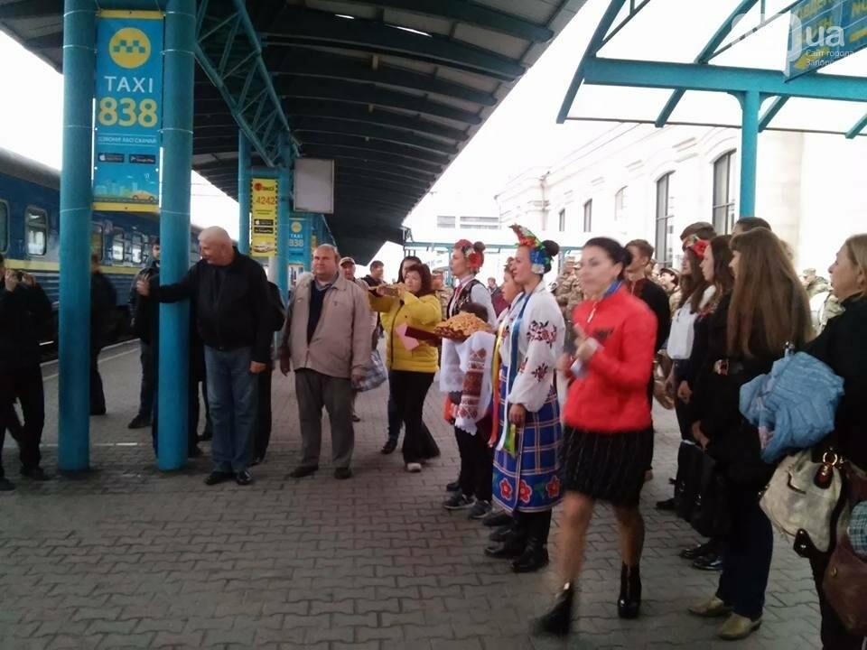 """На запорожском вокзале с оркестром встретили """"потяг єдності"""", - ФОТО, фото-13"""