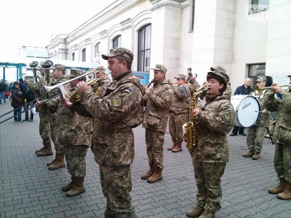 """На запорожском вокзале с оркестром встретили """"потяг єдності"""", - ФОТО, фото-11"""