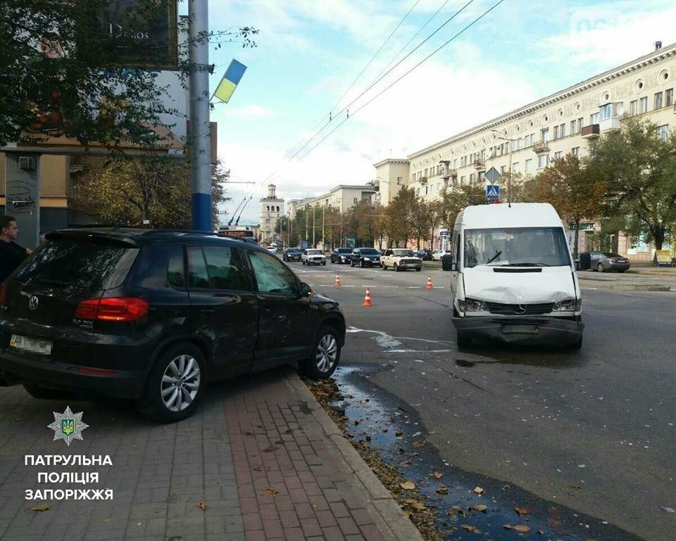 В Запорожье на проспекте столкнулись иномарка и маршрутка: есть пострадавшие, - ФОТО, фото-3