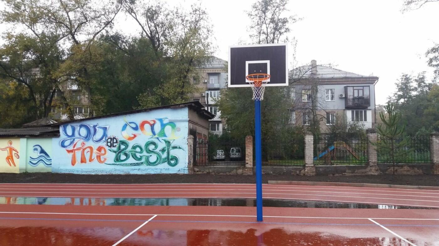 В Запорожье за 7 миллионов гривен отремонтировали школьную спортплощадку: что сделали подрядчики, – ФОТОРЕПОРТАЖ, фото-8