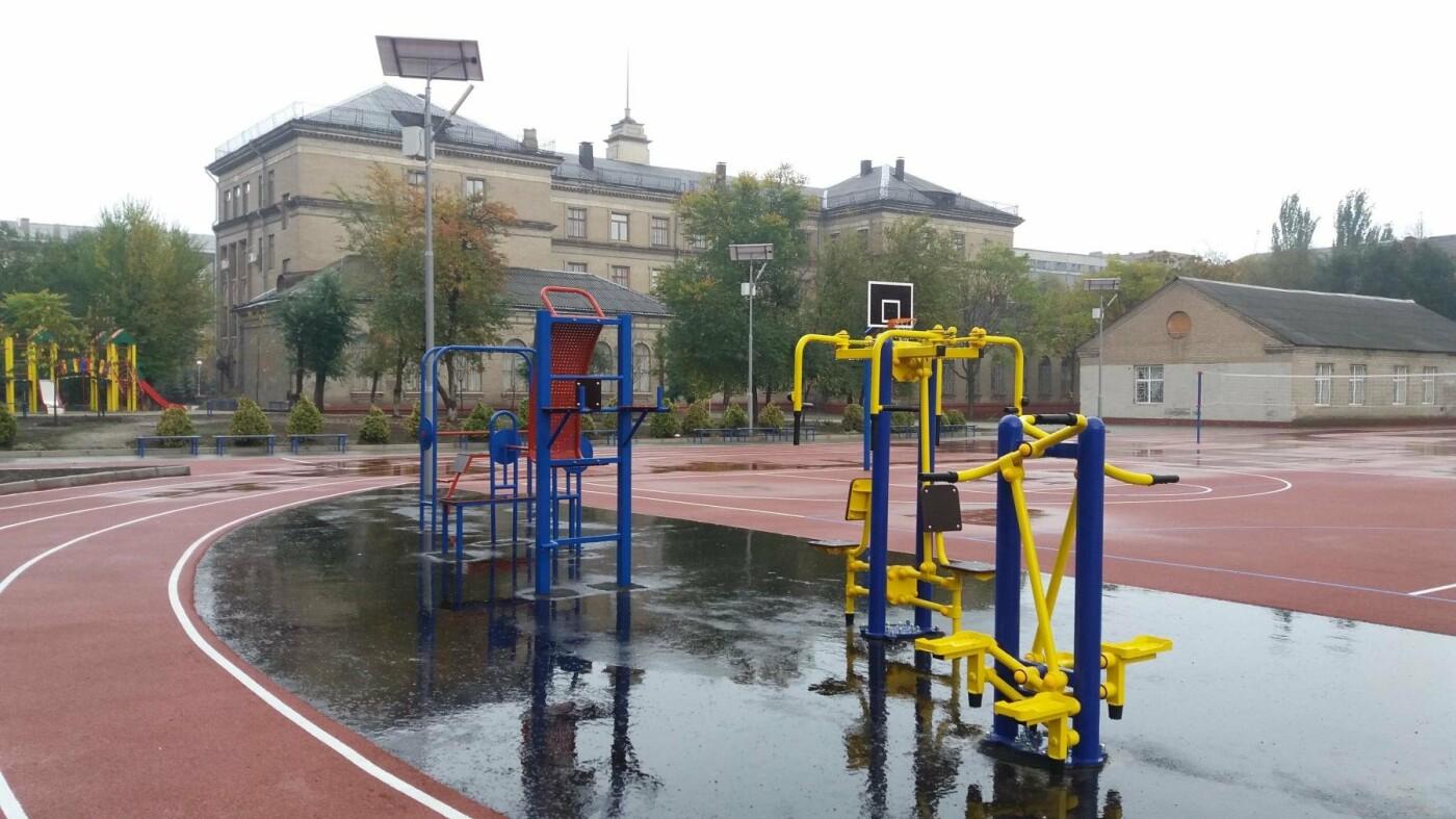 В Запорожье за 7 миллионов гривен отремонтировали школьную спортплощадку: что сделали подрядчики, – ФОТОРЕПОРТАЖ, фото-12