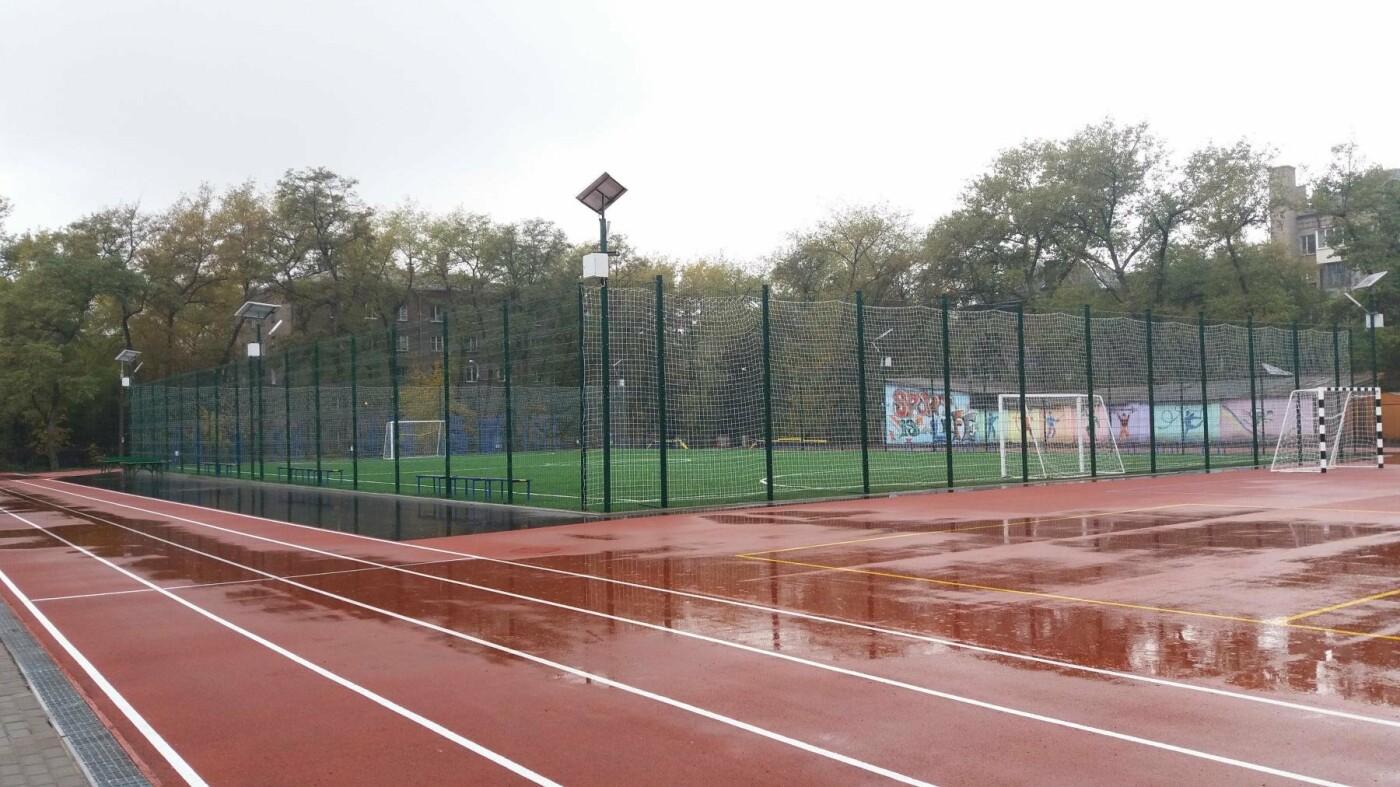 В Запорожье за 7 миллионов гривен отремонтировали школьную спортплощадку: что сделали подрядчики, – ФОТОРЕПОРТАЖ, фото-7