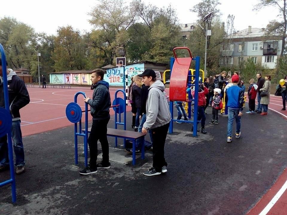 В Запорожье за 7 миллионов гривен отремонтировали школьную спортплощадку: что сделали подрядчики, – ФОТОРЕПОРТАЖ, фото-4