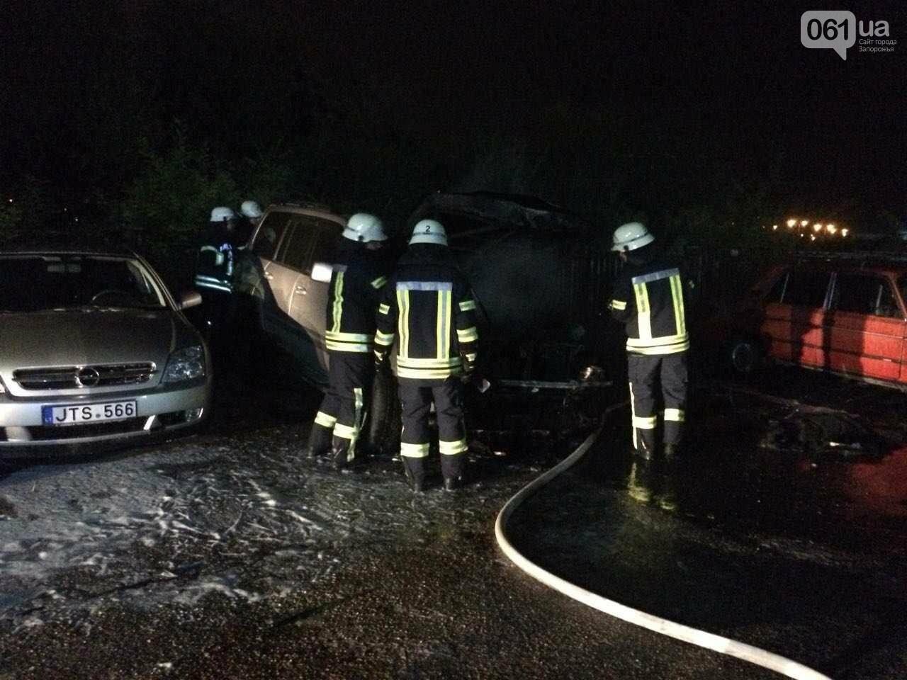В центре Запорожья подрезали мужчину и сожгли его Тойоту, - ФОТО, фото-1