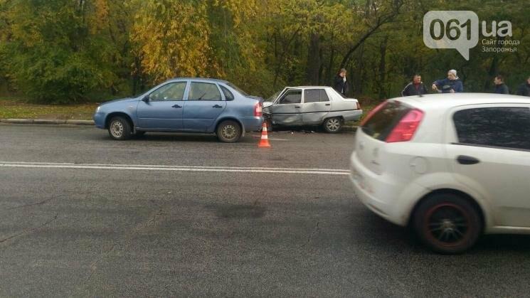 В Запорожье на Хортице столкнулись ВАЗ и ЗАЗ, - ФОТО, фото-3