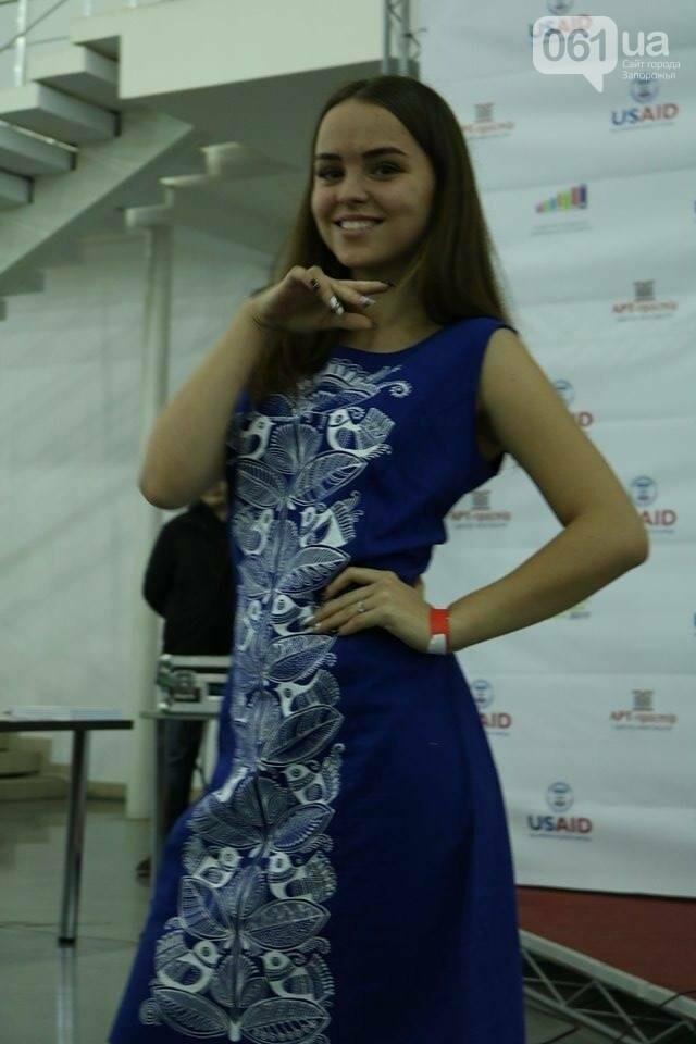 В Запорожье прошел показ авторских платьев, расписанных вручную, - ФОТОРЕПОРТАЖ , фото-17