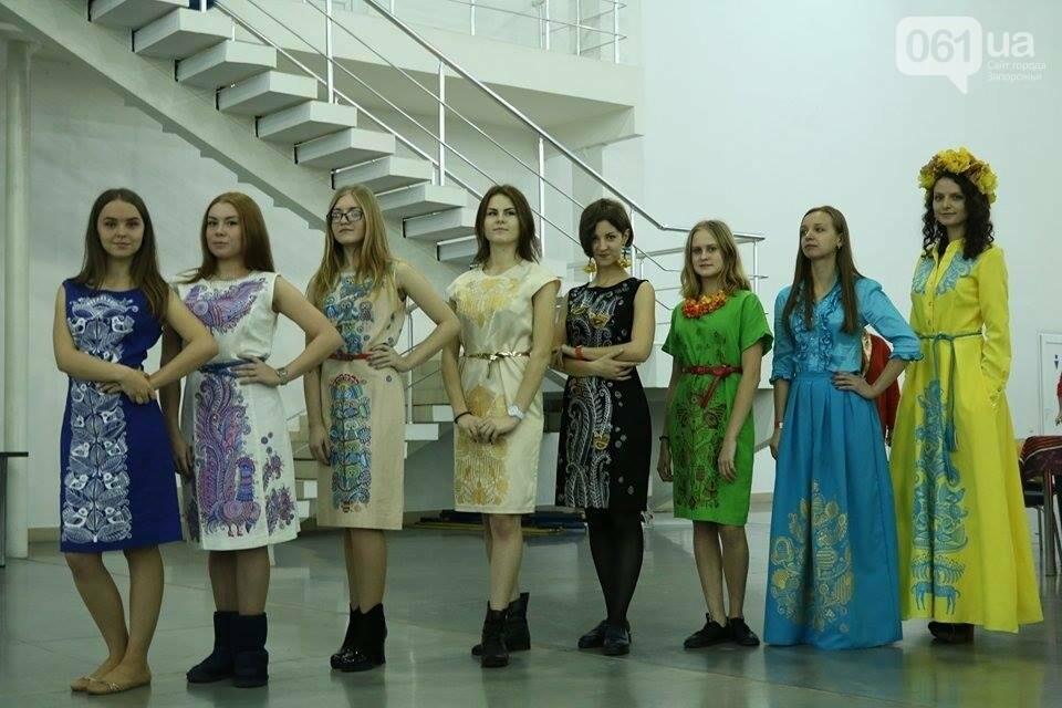 В Запорожье прошел показ авторских платьев, расписанных вручную, - ФОТОРЕПОРТАЖ , фото-9