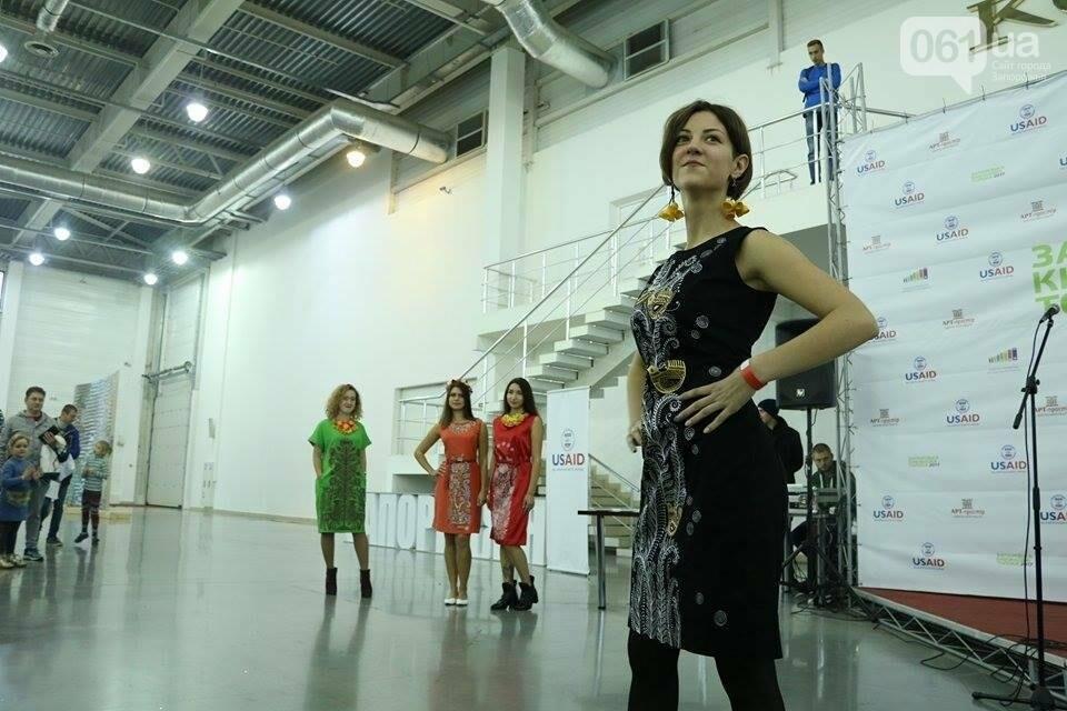 В Запорожье прошел показ авторских платьев, расписанных вручную, - ФОТОРЕПОРТАЖ , фото-8