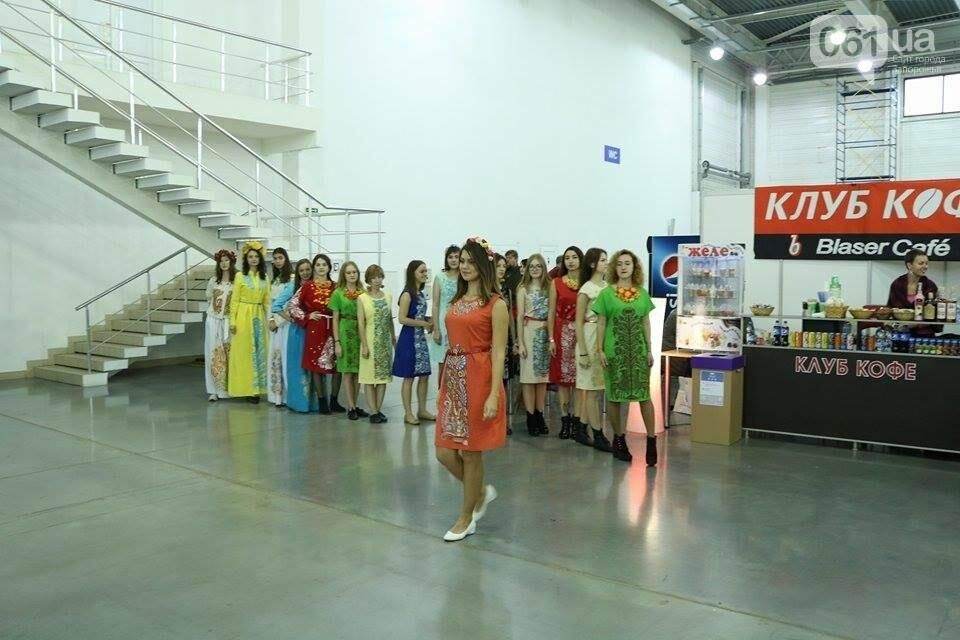 В Запорожье прошел показ авторских платьев, расписанных вручную, - ФОТОРЕПОРТАЖ , фото-6