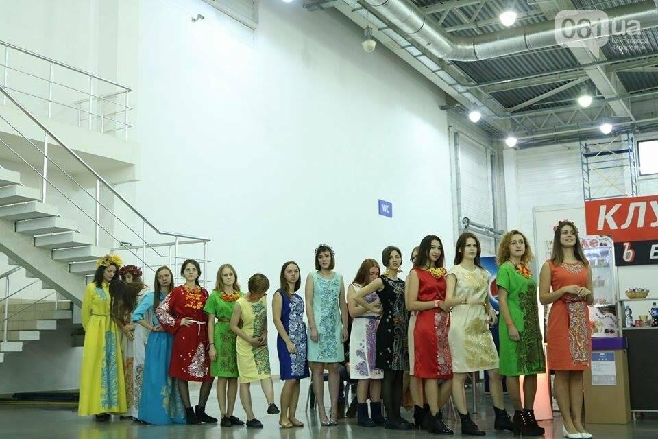 В Запорожье прошел показ авторских платьев, расписанных вручную, - ФОТОРЕПОРТАЖ , фото-21