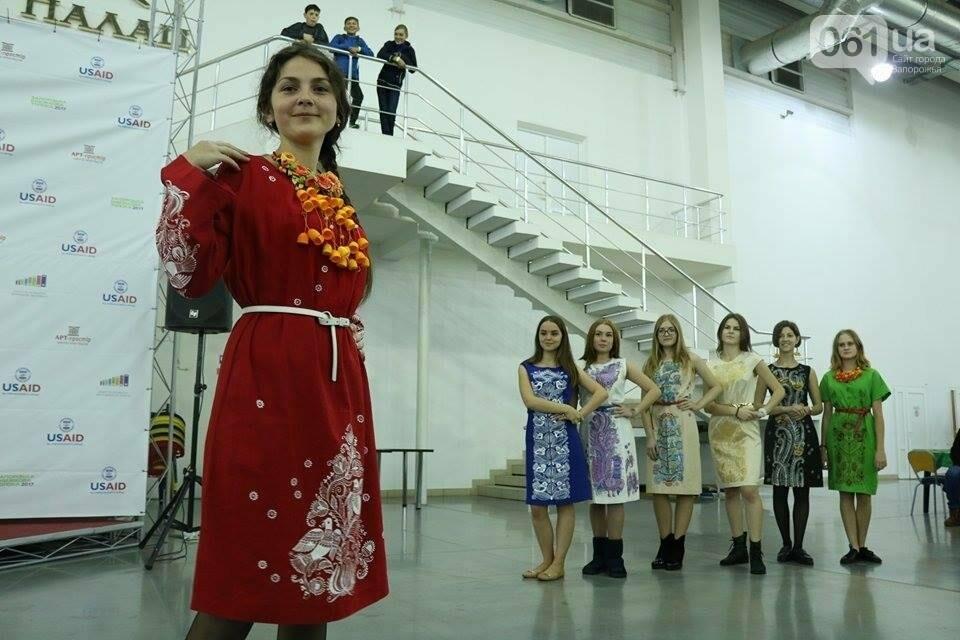 В Запорожье прошел показ авторских платьев, расписанных вручную, - ФОТОРЕПОРТАЖ , фото-7