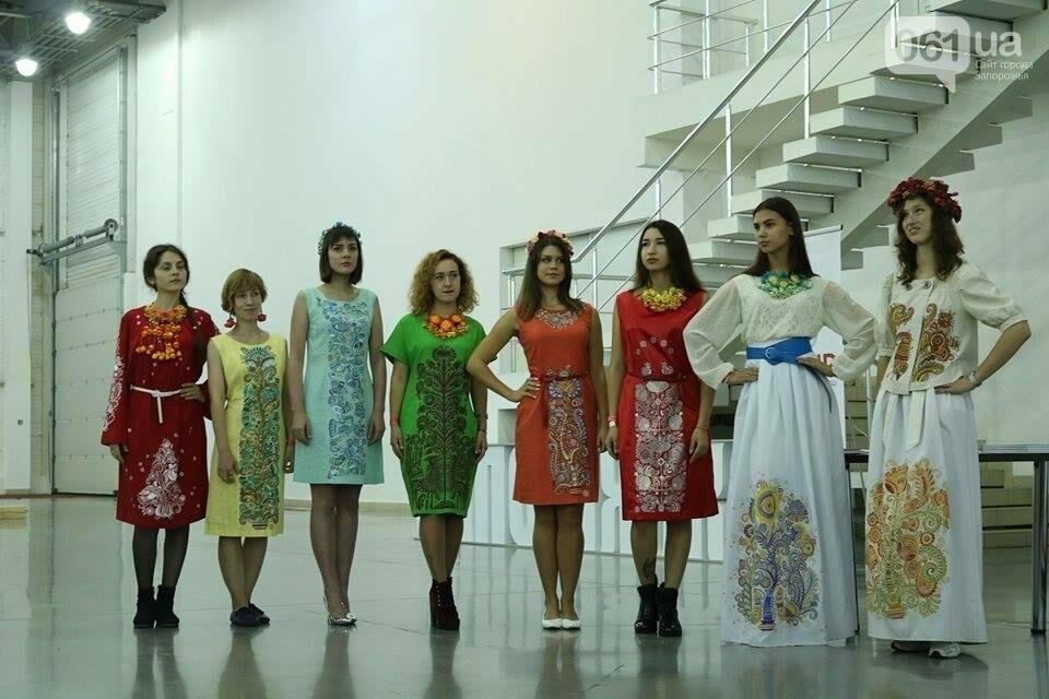 В Запорожье прошел показ авторских платьев, расписанных вручную, - ФОТОРЕПОРТАЖ , фото-11