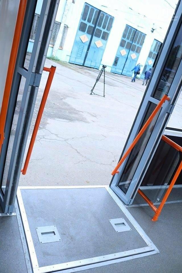 В Запорожье вышел на рельсы второй трамвай, собранный в Запорожье, - ФОТО, ВИДЕО, фото-9