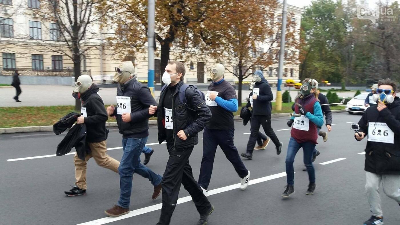 """""""Кашляем дружно"""": перед началом запорожсталевского марафона два десятка людей устроили забег в противогазах, - ФОТО, ВИДЕО, фото-17"""