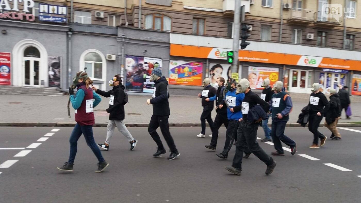 """""""Кашляем дружно"""": перед началом запорожсталевского марафона два десятка людей устроили забег в противогазах, - ФОТО, ВИДЕО, фото-21"""