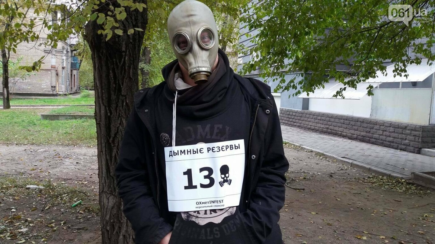 """""""Кашляем дружно"""": перед началом запорожсталевского марафона два десятка людей устроили забег в противогазах, - ФОТО, ВИДЕО, фото-7"""