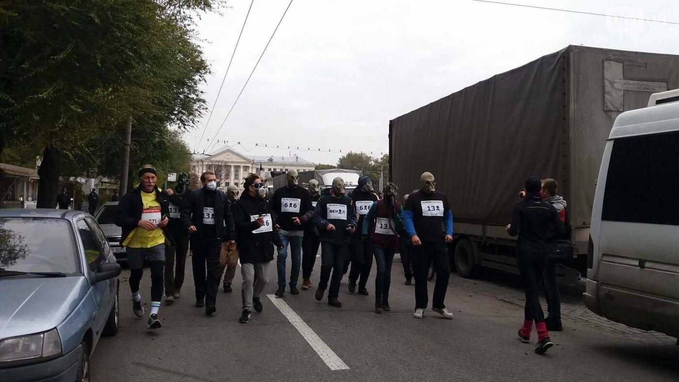 """""""Кашляем дружно"""": перед началом запорожсталевского марафона два десятка людей устроили забег в противогазах, - ФОТО, ВИДЕО, фото-5"""