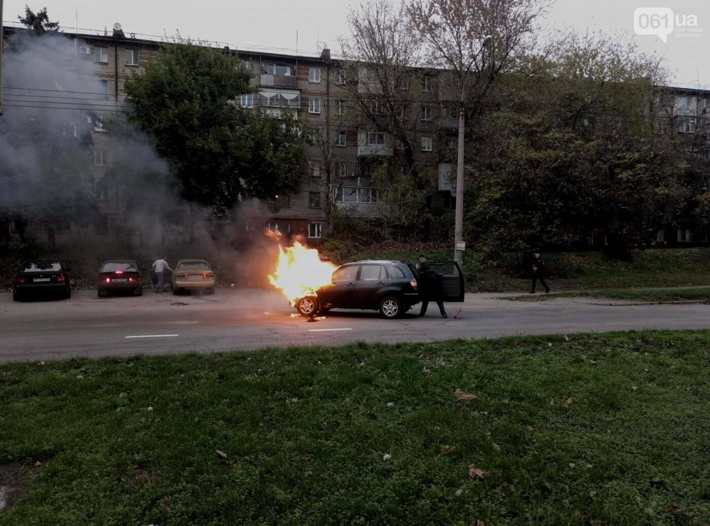 В Запорожье посреди дороги загорелся автомобиль, - ФОТО , фото-4