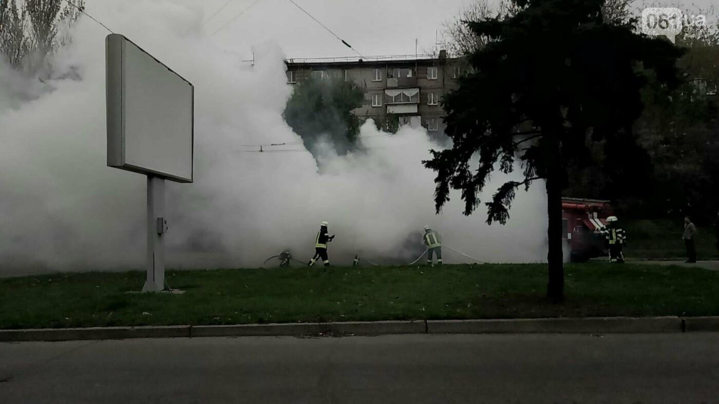 В Запорожье посреди дороги загорелся автомобиль, - ФОТО , фото-6
