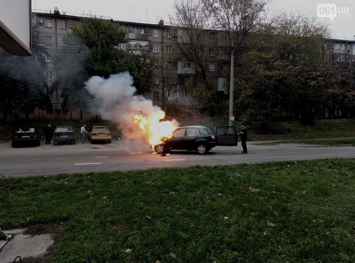 В Запорожье посреди дороги загорелся автомобиль, - ФОТО , фото-3