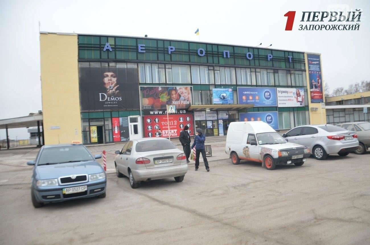 В Запорожье сообщили о минировании аэропорта: пассажиров не выпускают из самолётов, - СМИ (ФОТО), фото-1