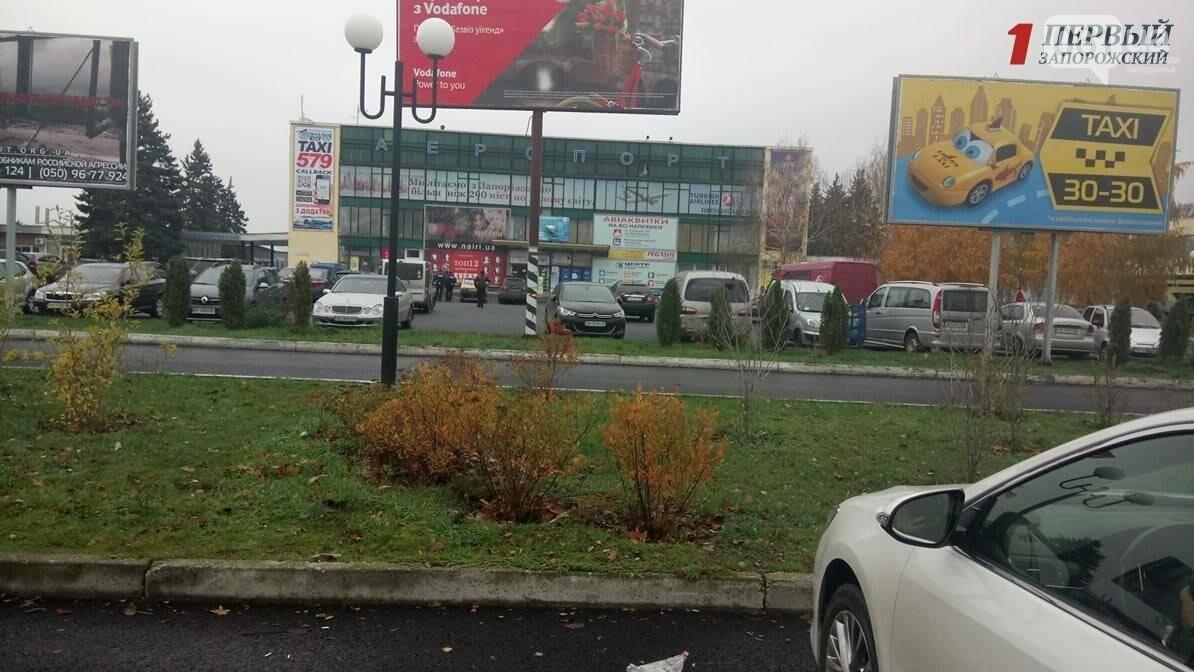 В Запорожье сообщили о минировании аэропорта: пассажиров не выпускают из самолётов, - СМИ (ФОТО), фото-2